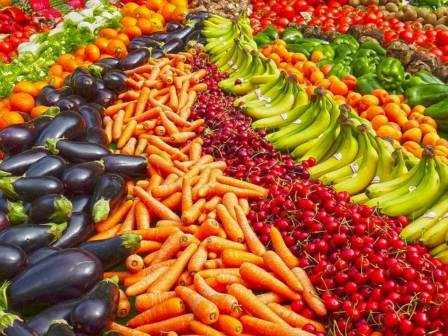 velké množství ovoce a zeleniny
