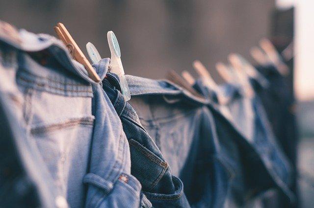 pověšené prádlo